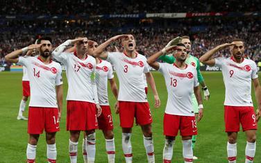 Turski fudbaleri slave gol u Parizu