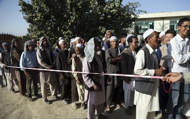 Ispred jednog od birališta