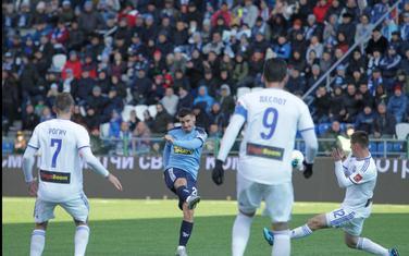 Rumun Anton postiže gol