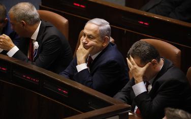 Netanjahu (u sredini)