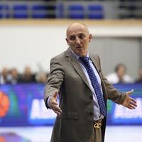 Mihailo Pavićević na utakmici sa Partizanom