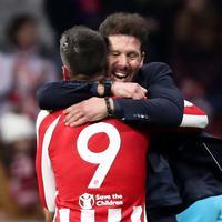 Simeone čestita Morati nakon gola protiv Leverkuzena