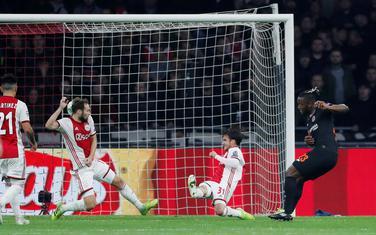 Bašuaji postiže gol u Amsterdamu