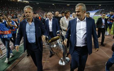 Savićević i Mihajlović sa peharom Lige šampiona prošle godine na Marakani