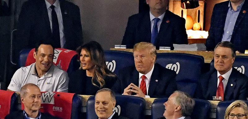 Donald i Melanija Tramp na stadionu