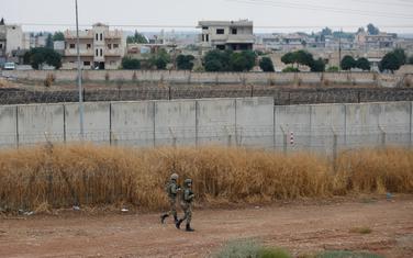 Turski vojnici u patroli na granici sa Sirijom