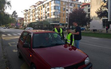 Vozače upozoravali na opasnost korišćenja mobilnih telefona u vožnji