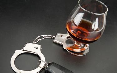 Vožnja i alkohol ne idu zajedno (ilustracija)