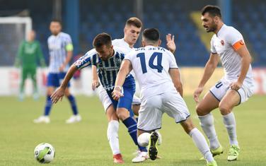 Igor Ivanović (Budućnost) u duelu sa Zetom u prvom krugu sezone, kada je bilo 1:1