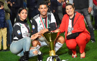 Ronaldo sa djevojkom Georginom i majkom Dolores