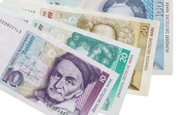 Njemačka marka uvedena 2. novembra 1999. godine, zamijenio je euro u aprilu 2002.