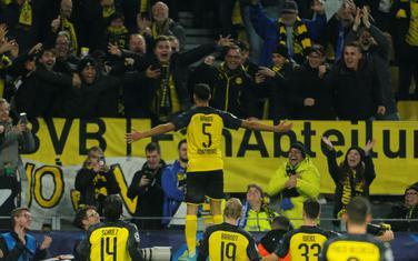 Fudbaleri Borusije slave sa navijačima