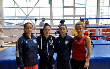 Bokserke Budve u društvu Sofije Očigave, najtrofejnije ruske bokserke