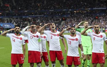 Fudbaleri Turske na meču sa Francuskom