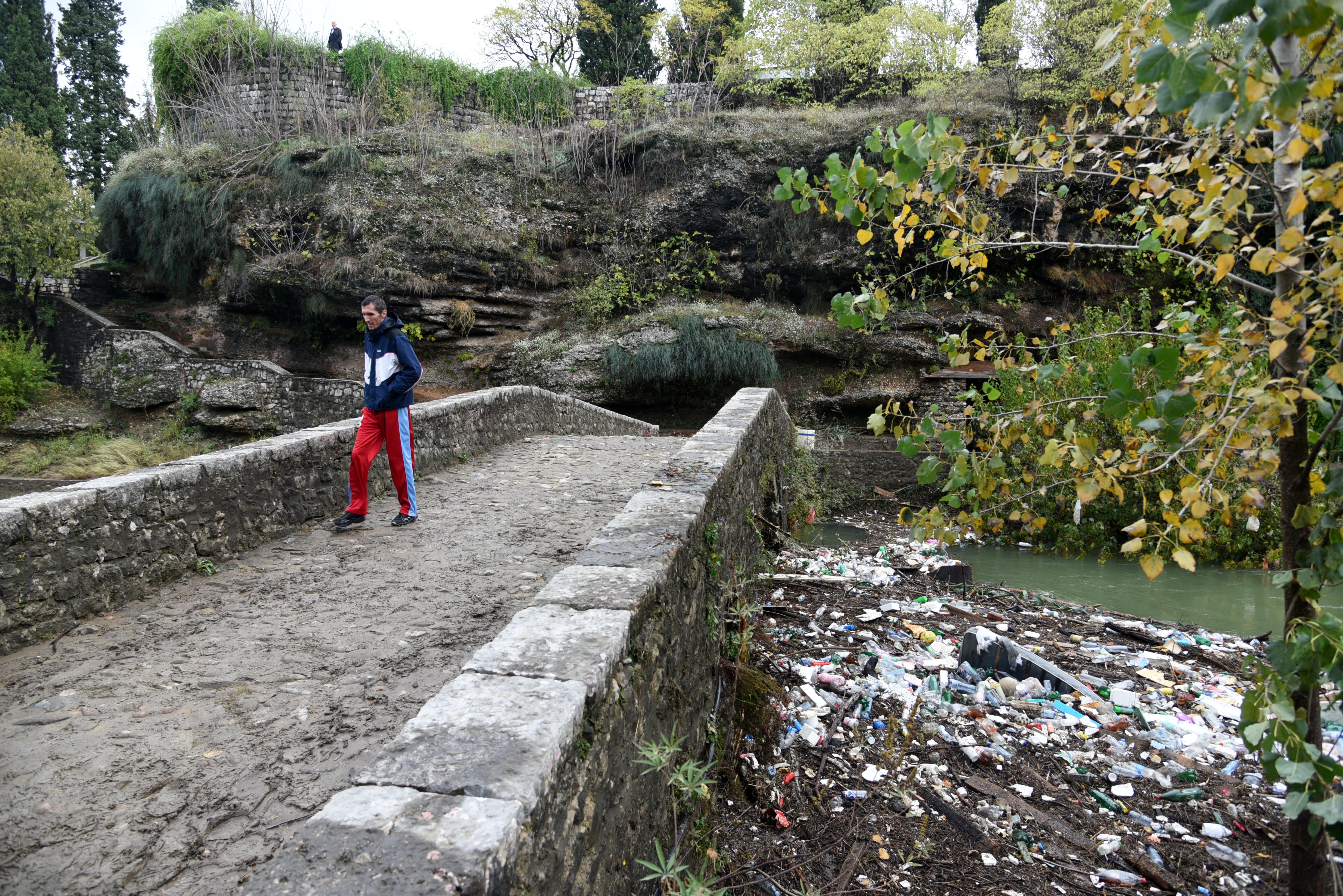 Smeće koje je rijeka izbacila poslije poplave (foto: Boris Pejović)