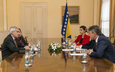 Komšić (desno) na sastanku sa Rusonom