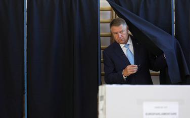 Prvi favorit: Aktuelni predsjednik Rumunije Klaus Johanis prilikom glasanja na evropskim izborima