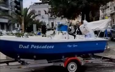 Novi bračni par u čamcu