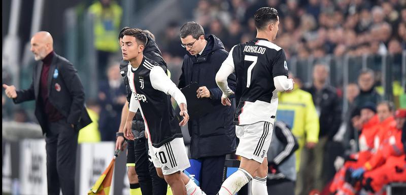 Ronaldo izlazi, Dibala ulazi na teren