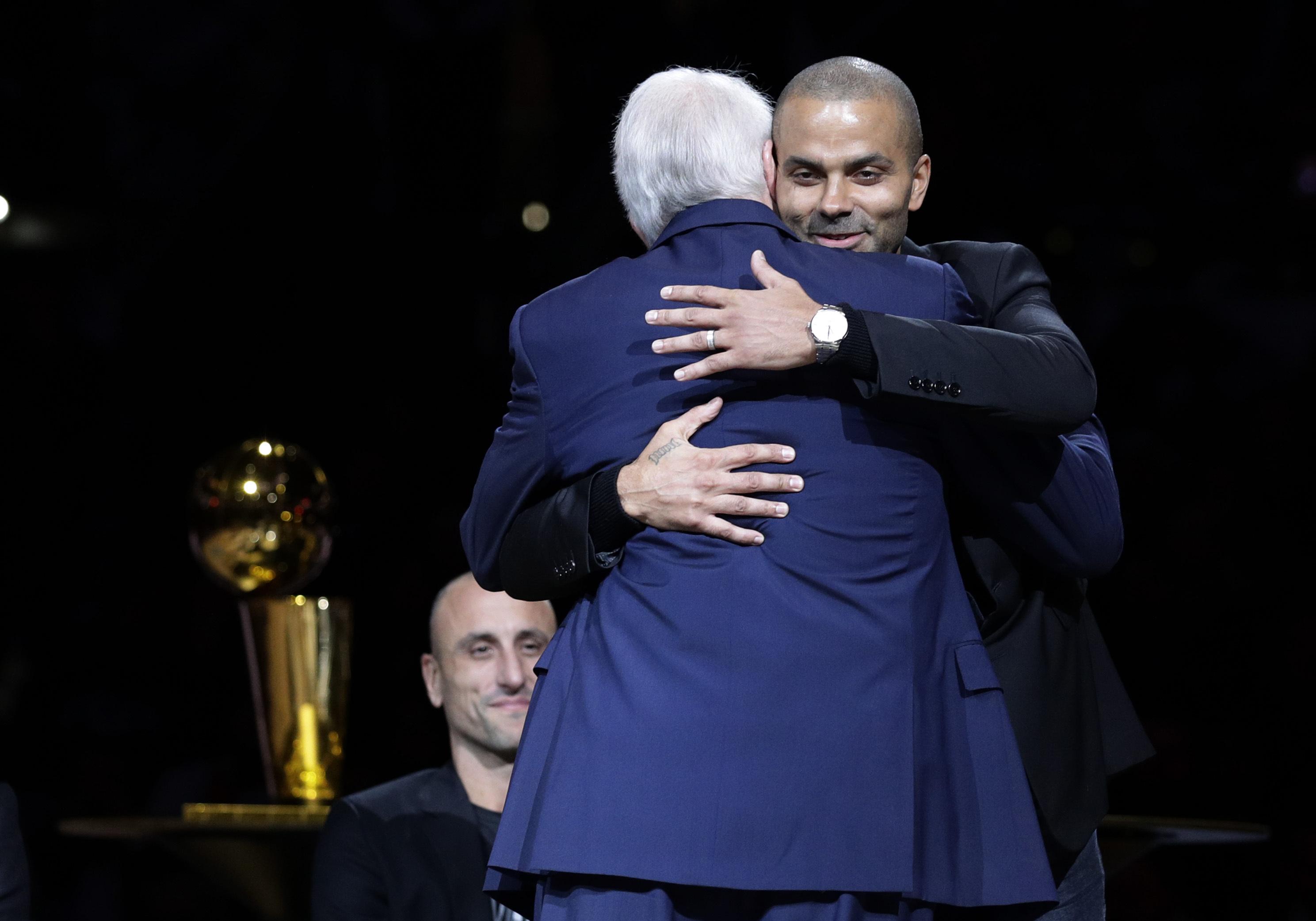 U zagrljaju sa Popom: Toni Parker