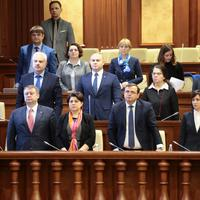 Članovi Vlade Moldavije na sjednici u parlamentu