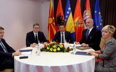 Denis Zvidić (BiH), Aleksandar Vučić (Srbija), Zoran Zaev (Severna Makedonija), Edi Rama (Albanija), Dragica Sekulić (Crna Gora) - učesnici Ohridskog samita
