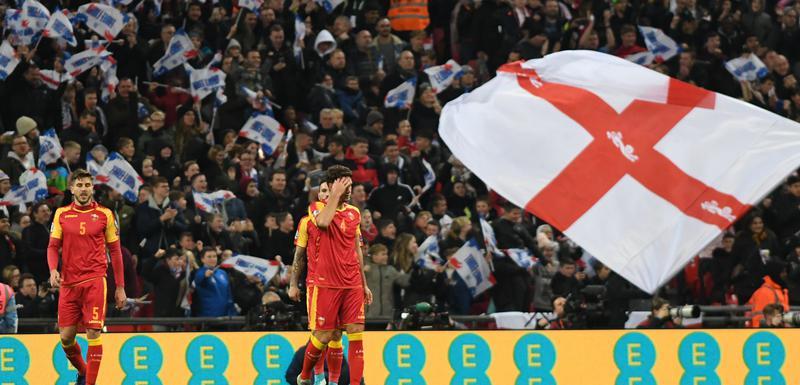 Potpuna nemoć: Fudbaleri Crne Gore nakon jednog od pet golova Engleske u 1. poluvremenu
