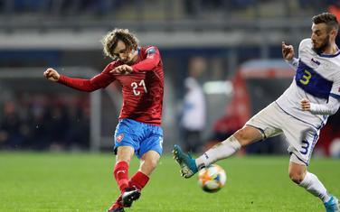 Češki vezista Kral postiže gol za 1:1 protiv Kosova