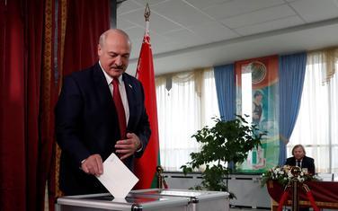 Lukašenko na jednom od birališta