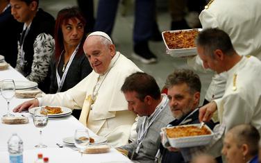 Papa Franjo na ručku sa siromašnima