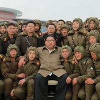 Kim sa sjevernokorejskim vojnicima