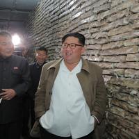 Sjevernokorejski lider Kim Džong Un u posjeti fabrici za preradu ribe