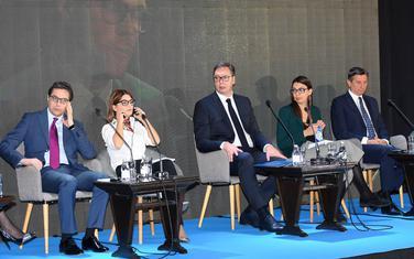 Pendarovski (skroz lijevo) na četvrtom Regionalnom forumu mladih lidera