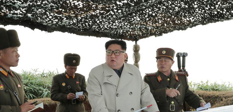 Kim Džong Un sa sjevernokorejskim vojnicima