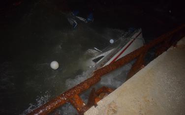 Usidreni čamac potonuo usljed oluja, dvoje ljudi poginulo