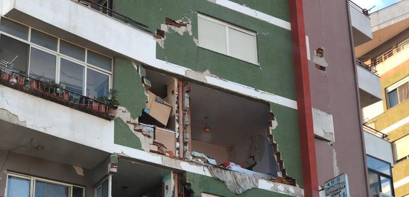 Velika šteta na zgradama u Draču