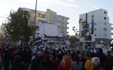 Uništeno više zgrada