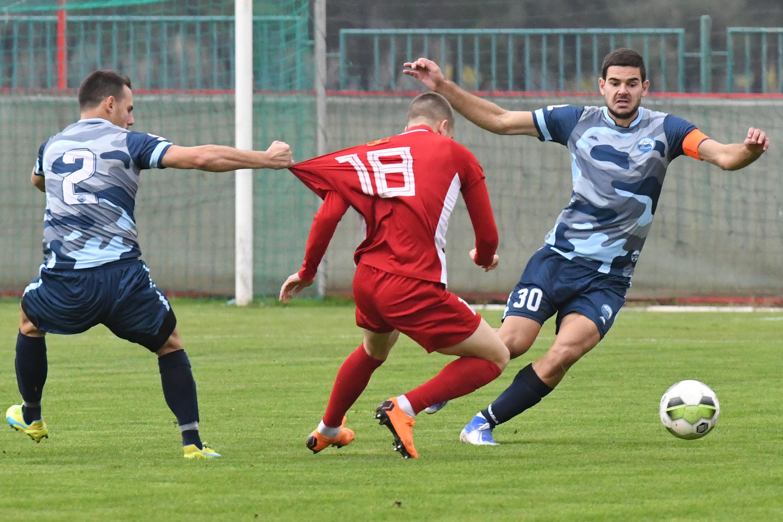 Milić i Kalezić (Petrovac) u duelu sa Miličkovićem (OFK Titograd)