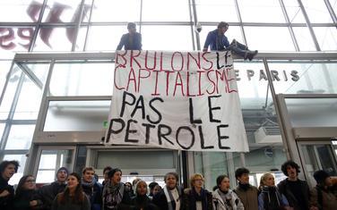 Sa protesta: Ljudski lanac u Parizu