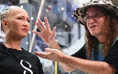 Doktor Ben Gercel sa humaniodnim robotom Sofijom