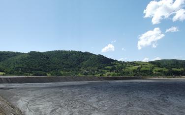 Deponija Maljevac i selo u pozadini