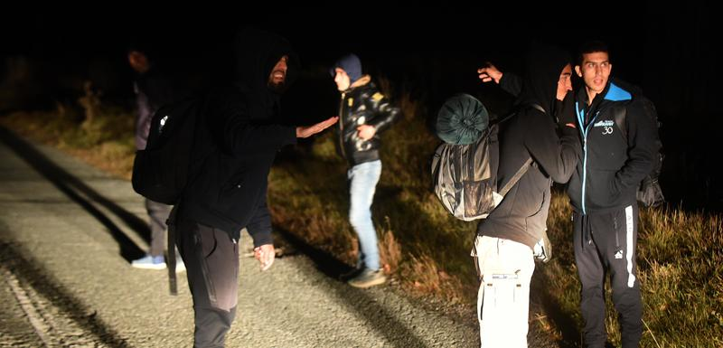 Migranti idu prema granici sa BiH