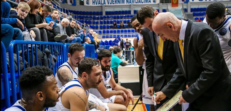 Mihailo Pavićević na tajm-autu na meču sa Gaziantepom