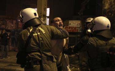 U sukobima povrijeđeno najmanje dvoje ljudi