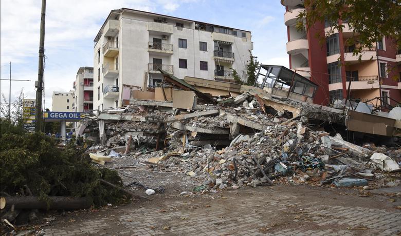 Primjer dobre i loše gradnje u Draču koji je nedavno prodrmao zemljotres od 6,4 Rihtera