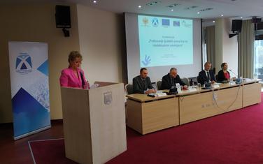 Zdenka Perović na konferenciji