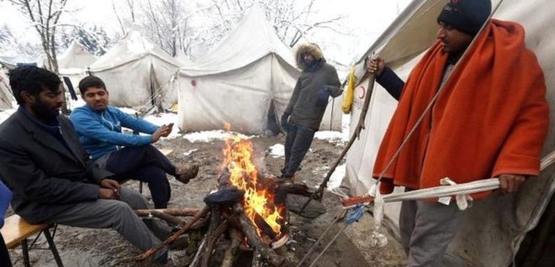 Migranti u kampu