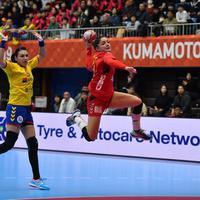 Zakazaće novi duel sa Rumunijom u olimpijskim kvalifikacijama ako savladaju Srbiju: Jovanka Radičević prolazi pored Kristine Neagu