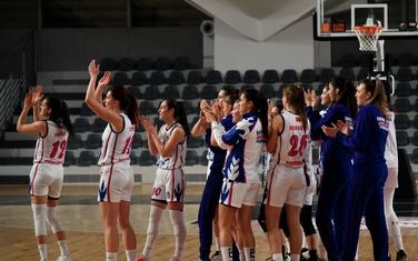 Košarkašice Budućnosti proslavljaju pobjedu