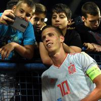 Olmo u dresu mlade reprezentacije Španije nakon meča sa Crnom Gorom u Podgorici